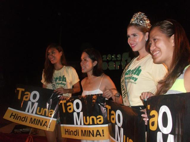 2012 Miss Earth Philippines runner-up Princess Manzon, ABS-CBN Foundation Managing Director Dr. Gina Lopez, 2012 Miss Earth Air Stephanie Stefanowitz and Romblon Office of the Governor Chief of Staff Ms. Trina Firmalo - all for TAO MUNA, HINDI MINA campaign. Photo ATM.