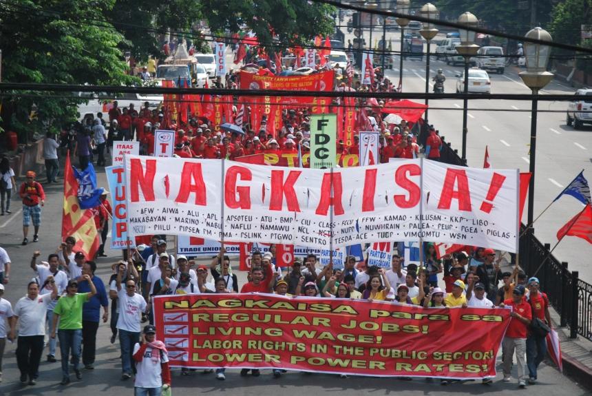 NAGKAISA! Labor coalition marched from España blvd to Mendiola bridge- Photo by PhilRights