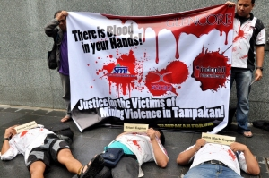 Tampakan Forum protest at SMI office in Makati. Photo by Romel De Vera